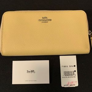 Coach Pebble Leather Accordion Zip Wallet SV/Vanil